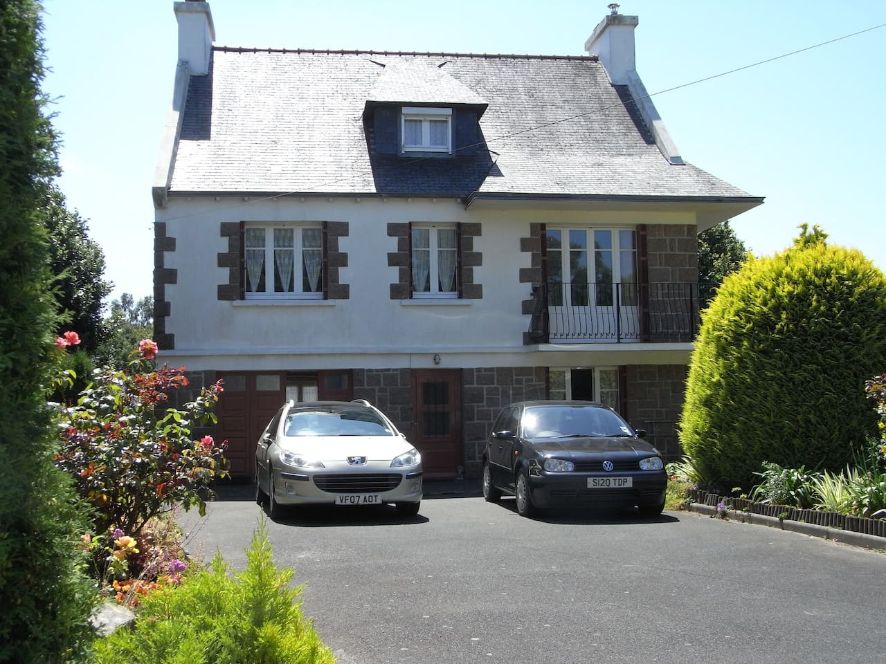 'Les Rosiers' - a lovely family home in a coastal setting