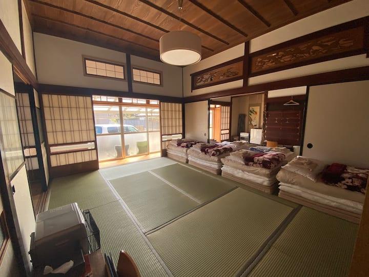 ALL BEACH HOUSE w/JAPANESE STYLE BATH n BEDS/MAX9