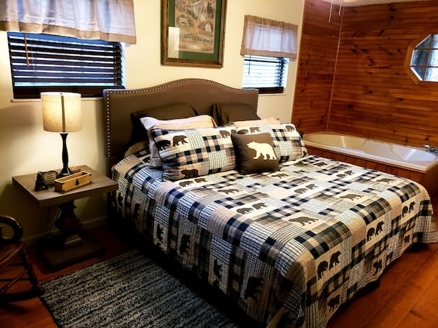 * Newly Remodeled Gatlinburg  Country Cabin*