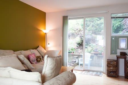 Clean Bedroom in peaceful setting - SeaTac - Apartmen