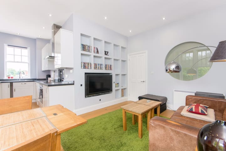 Large, stylish 1 bed, quiet road near Richmond