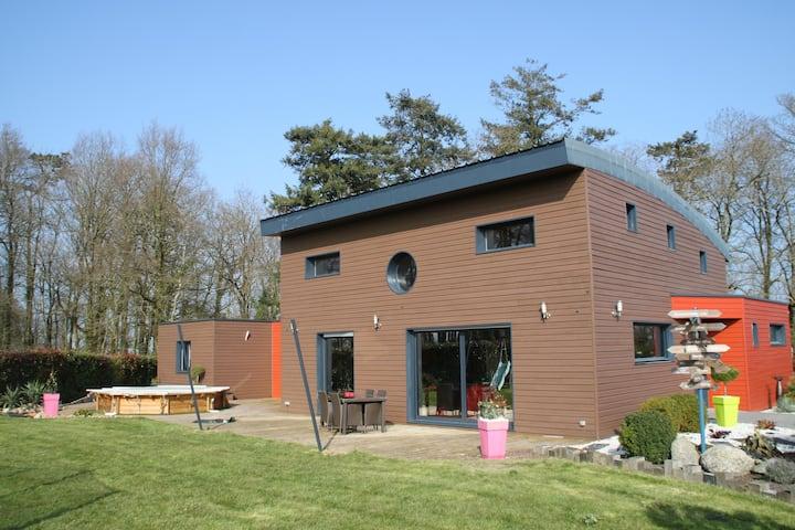 Maison contemporaine au calme pratique et agréable