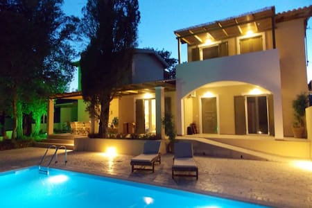 Villa Haris: Luxury Villa With Pool - Agios Prokopios - Villa