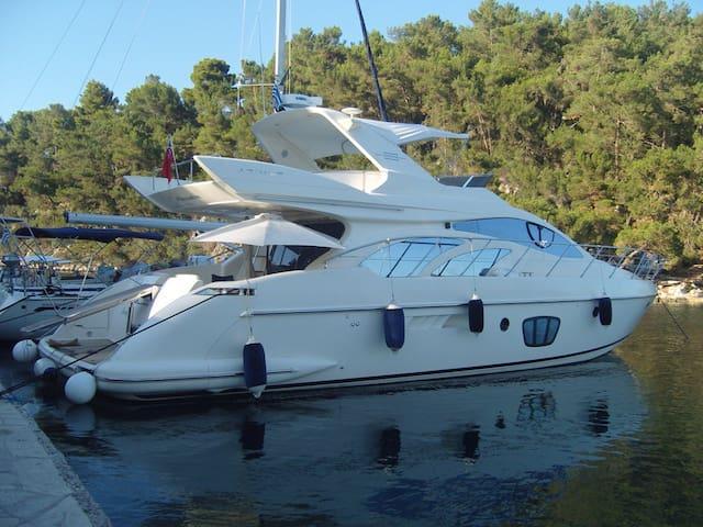 AZIMUT 55 (Fly bridge) Yacht
