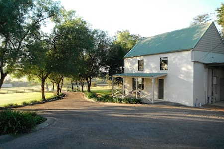 The Old Dairy..Bed and Breakfast  - Wallacia - Bed & Breakfast