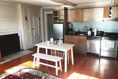 #4 Cozy 1 bedroom apt in the Historic Salem Dist.
