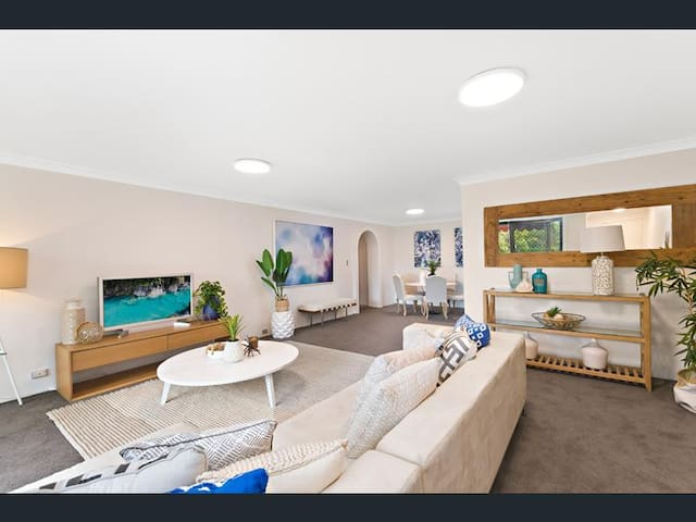 Entire stylish apartment great location & parking