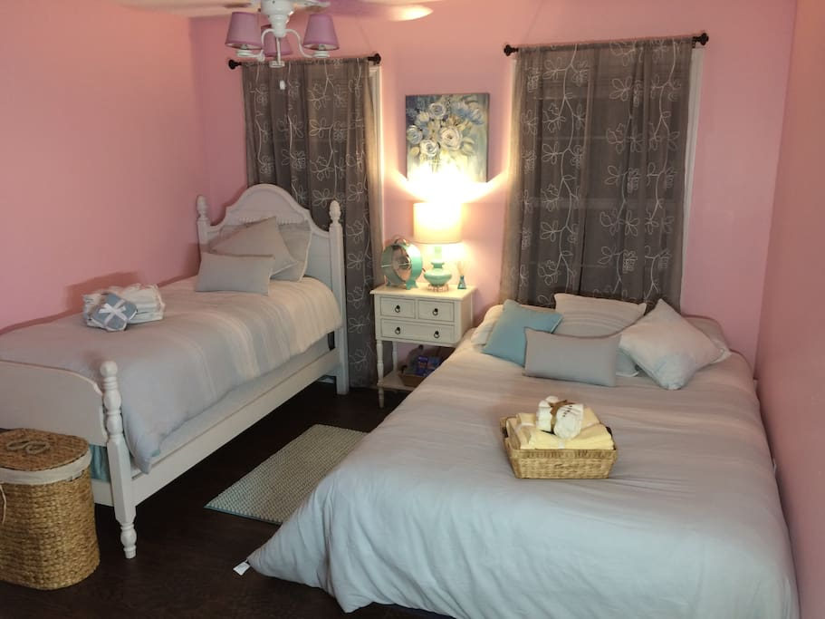 The pink room has 1 QUEEN and 1 TWIN bed. We have another room if needed with a queen bed and futon to accommodate a couple more people... this room is equipped with TV, coffee maker, small fridge, tons of closet space, fans, internet, towels and toiletries, iron and board, extra pillows blankets and an extra pull out cot if needed.