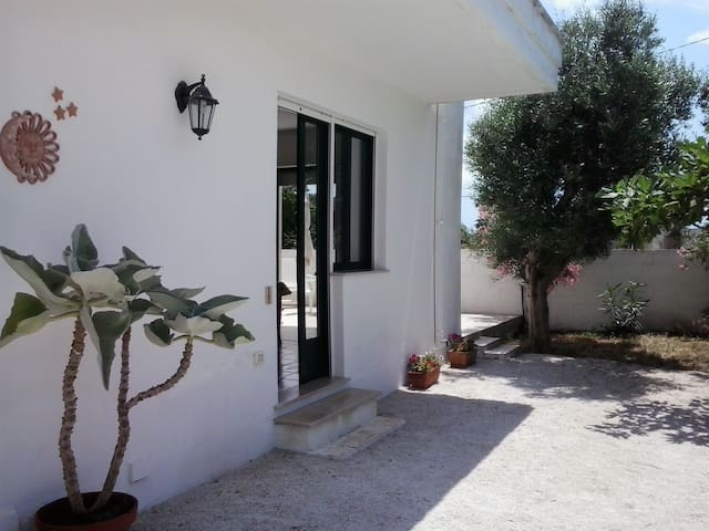 Beautiful house 150 meters from the - Torre Suda - Apartment