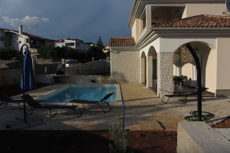 VILLA SIRENA for 8 pool 800 m from the sea - Krk