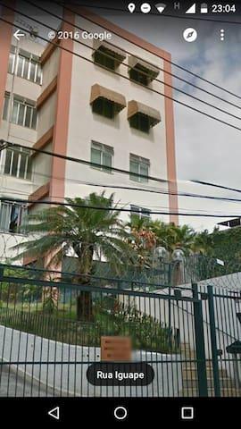 AMPLO APARTAMENTO COM 3 QUARTOS E DOIS BANHEIROS - Rio de Janeiro - Lejlighed