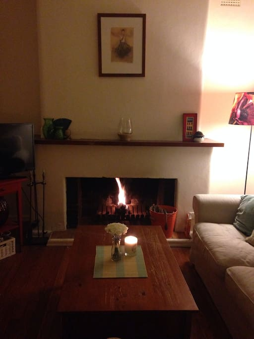Soothe Melbourne's chilly winter with a glass of red on front of this open fire. TV has all ATV channels and built in DVD player.