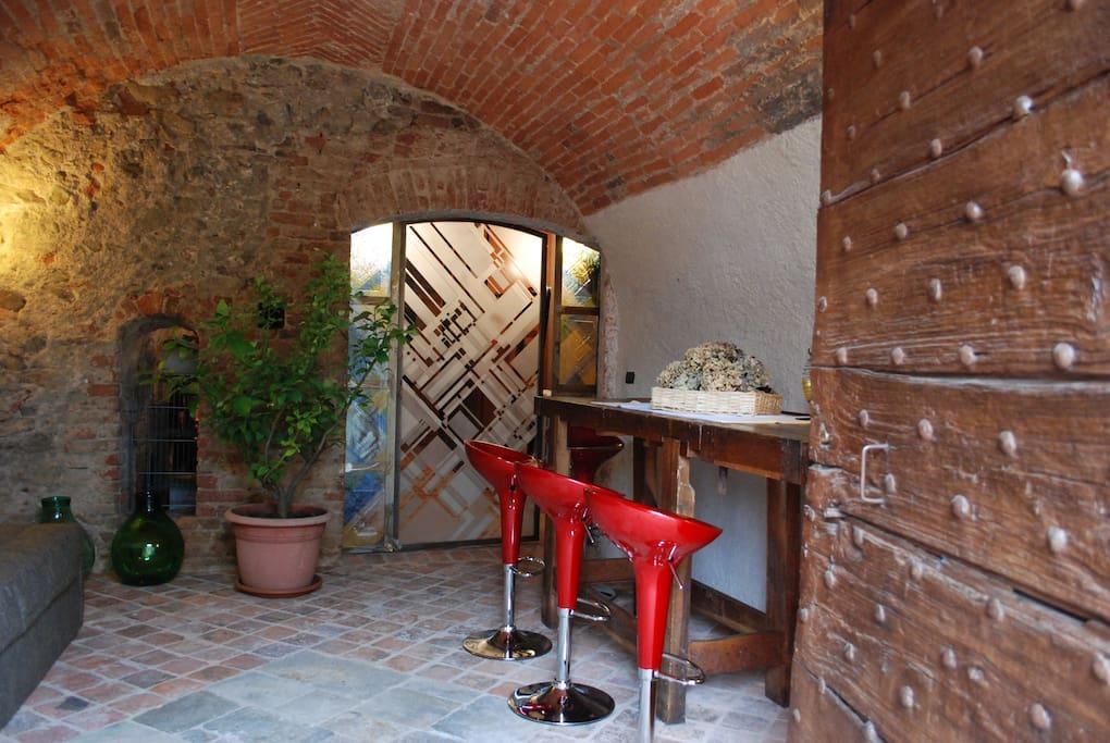 L'ingresso e l'angolo colazione.