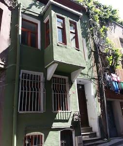 Greek home in historical peninsula. - Istanbul