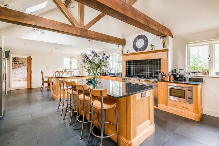 Rustic, country Clock House sleeps between 2 and 6 - Godstone - Hus