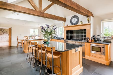 Rustic, country Clock House sleeps between 2 and 6 - Godstone