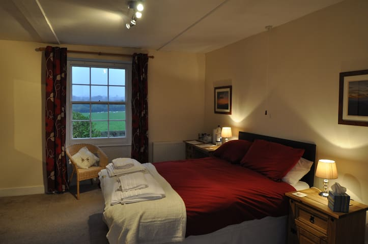 Capland Farm Bed and Breakfast - Hatch Beauchamp - Bed & Breakfast