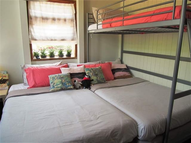 Booksberry Book and bed2 - near bkk old town