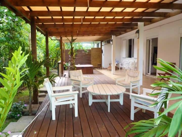 Apartment with 3 bedrooms in Bois-de-Nèfles Saint-Paul, with wonderful sea view, enclosed garden and WiFi - 15 km from the beach