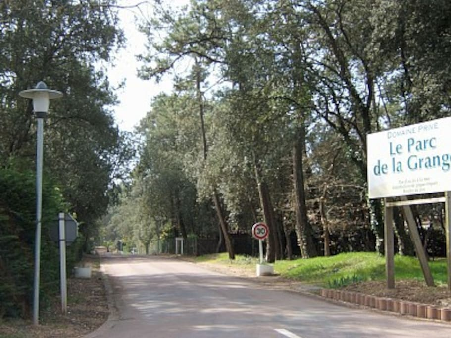 Entrée du domaine du Parc de la Grange