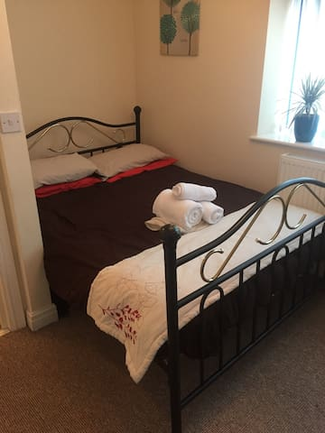 Spacious double room, 2 mins from the sea. - Wallasey - Leilighet