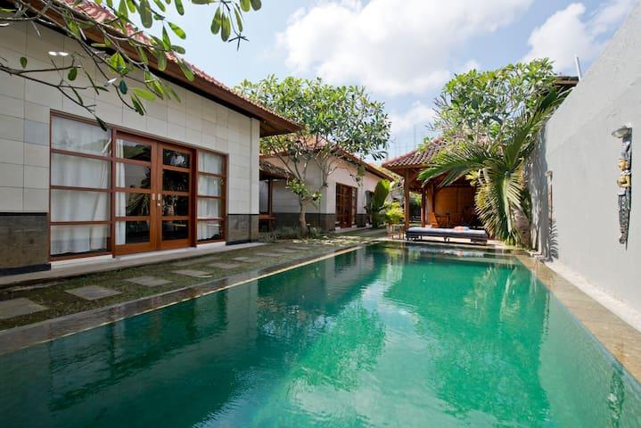 Villa Cantik Balangan Beach - Kuta - Casa