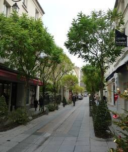 Apartment 5min of Champs Elysée