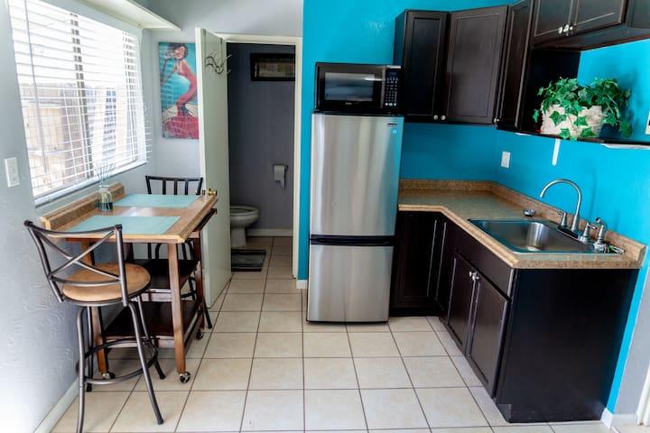 La Maison Chic (Clean, Cozy, Quiet, Private)