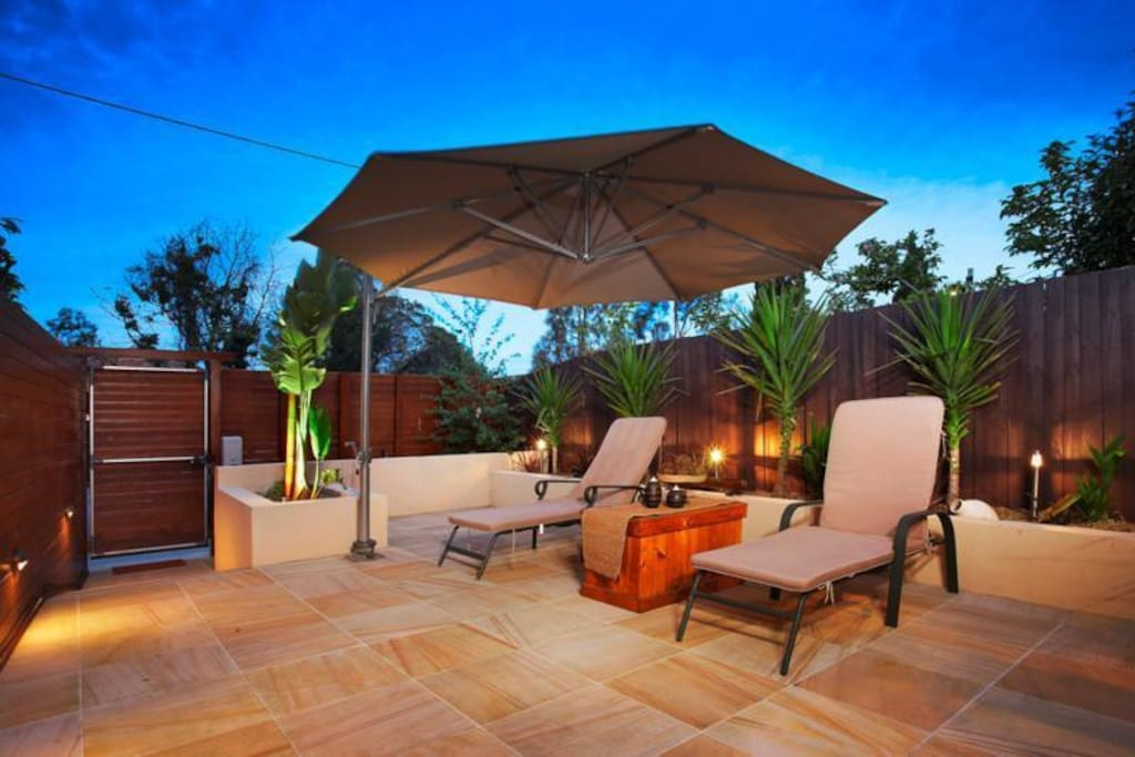 Umbrella and adjustable outdoor lounge chairs