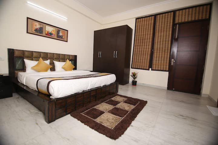 1 BHK SERVICE APARTMENT ON GOLF COURSE ROAD