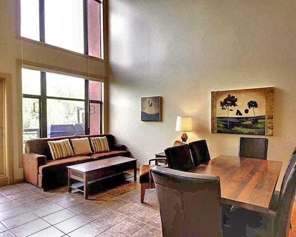 SPACIOUS 2BR 2BA w/Loft ResortCondo
