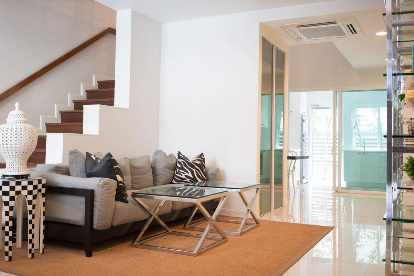 402 Konnari Serviced Townhome, Sukhumvit 16 - Townhouses for Rent in ...