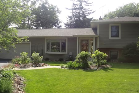 Personable Home in Charming Town - Oconomowoc