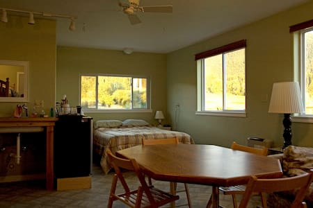 One Bdrm Studio - Sleeps 4-5 - Arlee