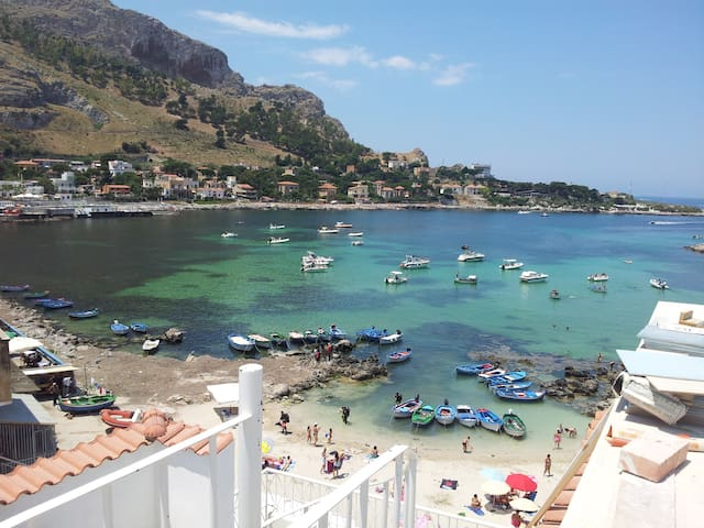 Lovely BARCARELLO b&b beach front 2 - Palermo - Bed & Breakfast