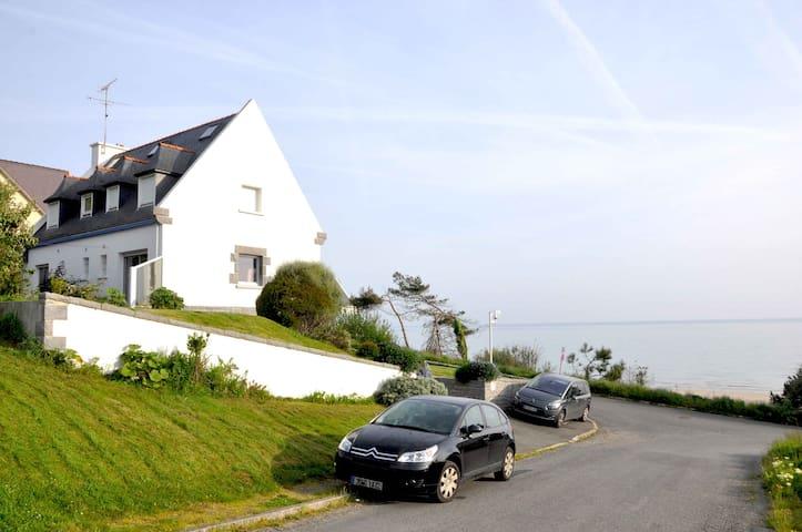 Grande maison vue mer 180° à 50 mètres de la plage - Plérin - Rumah