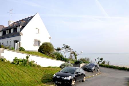 Grande maison vue mer 180° à 50 mètres de la plage - Plérin - 獨棟
