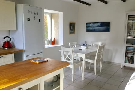 Perfect warm cottage for retreats, or househunting - Aulnay