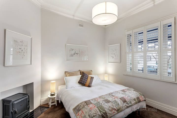 Room in awesome fully renovated Prahran house