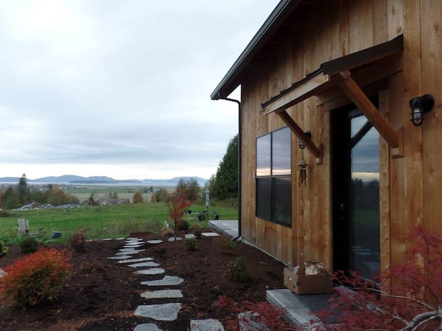 New Home near Chuckanut Drive w/ Hottub & views! - Bow - Dom