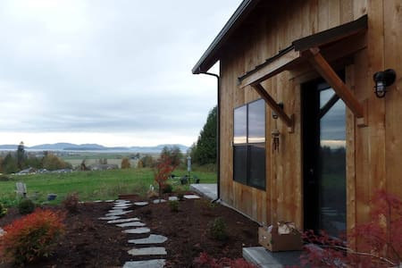 New Home near Chuckanut Drive w/ Hottub & views! - Bow - House