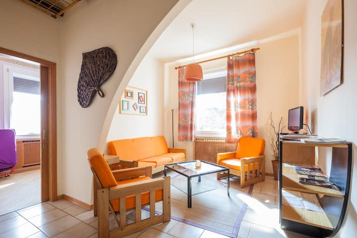 Spacious & cozy Orange Flat in Treviso