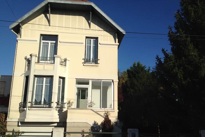 """""""A côté"""" - Sainte-Savine - Hus"""