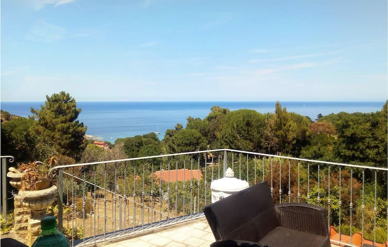 Holiday cottage with 2 bedrooms on 85m² in Marciana