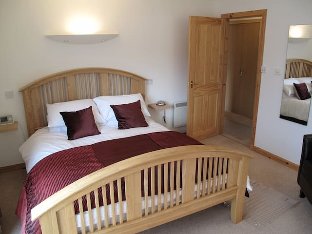 Original renovated king sized master en-suite with French sourced mood lighting. This room benefits from a large walk in shower unit in the en-suite. The en-suite has underfloor heating, mood lighting and Sonos sound system. The bedroom also benefits from
