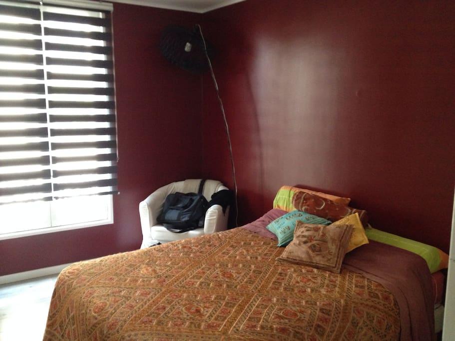 Chambre spacieuse et lit très confortalbe
