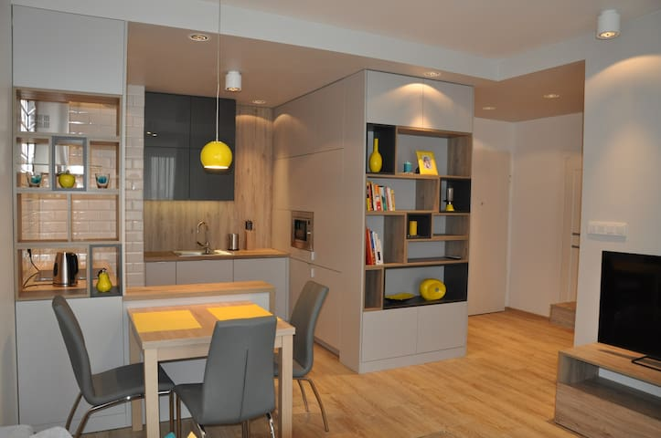 Brand New Comfortable Apartment By Metro Station - Warszawa - Appartement