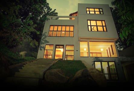Urban Castle - Urban Relax - Pilimathalawa,Kandy