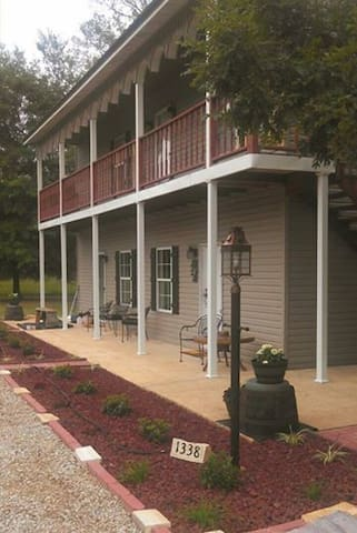 Bear Creek Saloon Guesthouse - Tishomingo