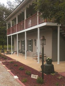 Bear Creek Saloon Guesthouse - Tishomingo - Bed & Breakfast